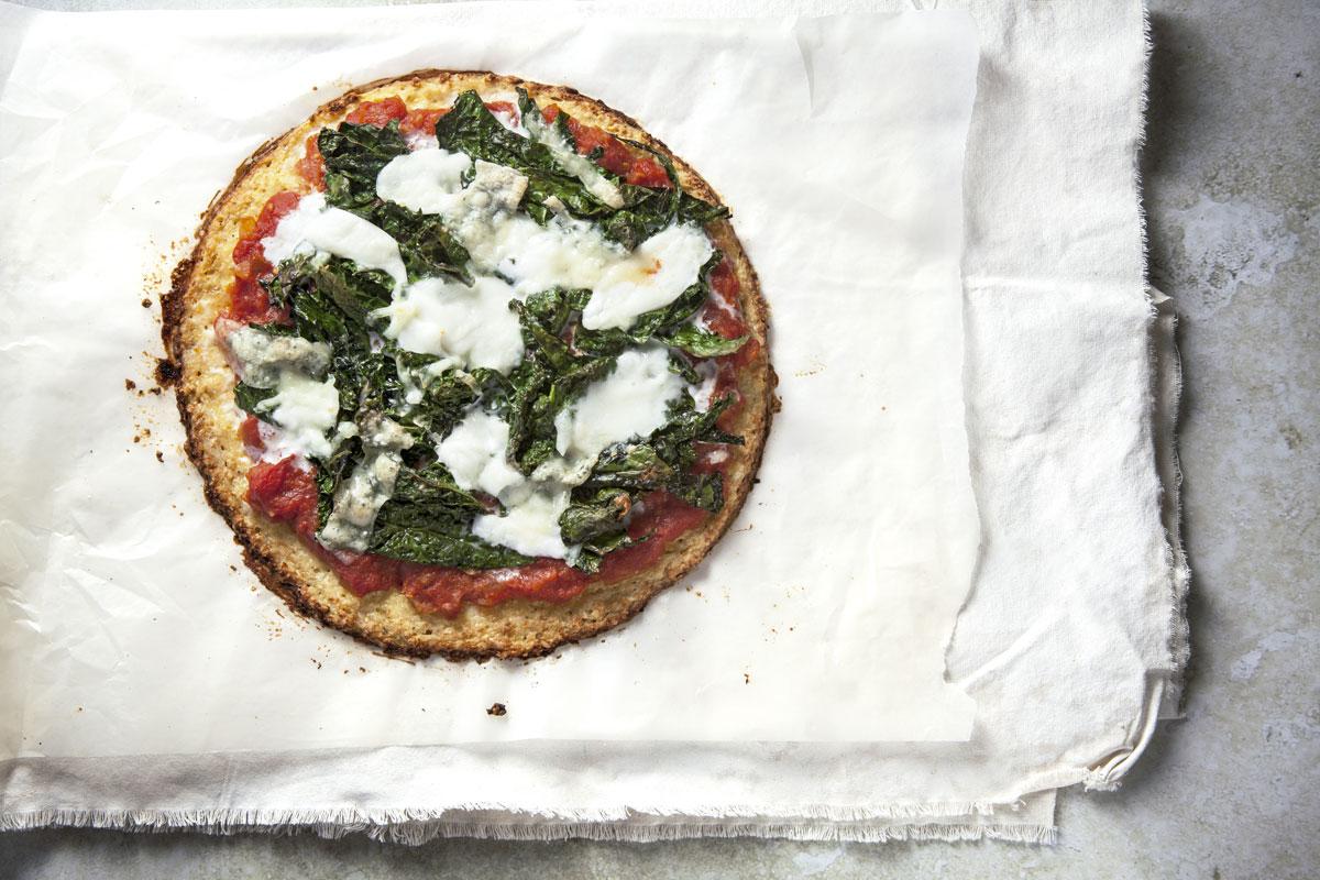 Pizza con kale y burrata
