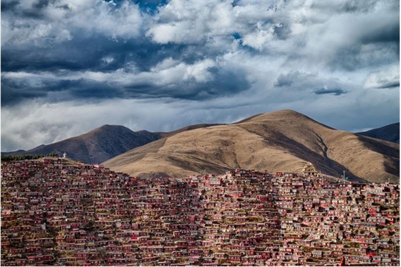 Larung Gar. Hogar de 40.000 monjes budistas en la provincia de Sichuan. Foto por Guczo.