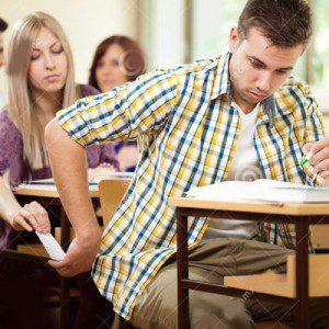 Si ayudar a sus amigos que no estudiaron es hacer trampa, entonces sí