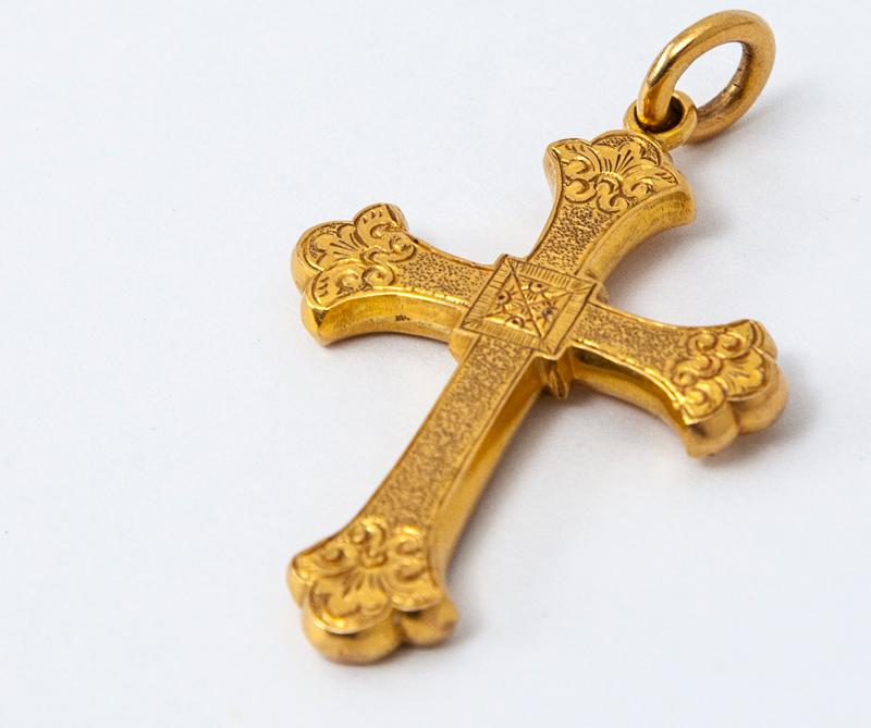 Cruz de oro de 22 quilates, proveniente de un galeón, 1816