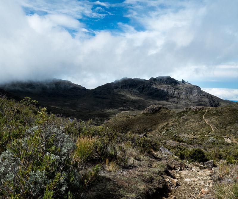 El cerro Chiripó es el más alto del país