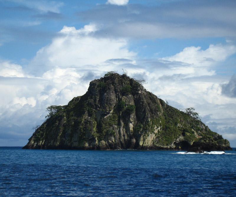 La isla del Coco está a 532 kilómetros de distancia de tierra firme