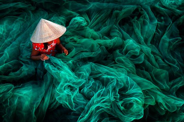 "<div>Categoría color, ""Phan Rang Fishing Net Making"" Autor: Danny Yen Sin Wong de Malasia.</div>"