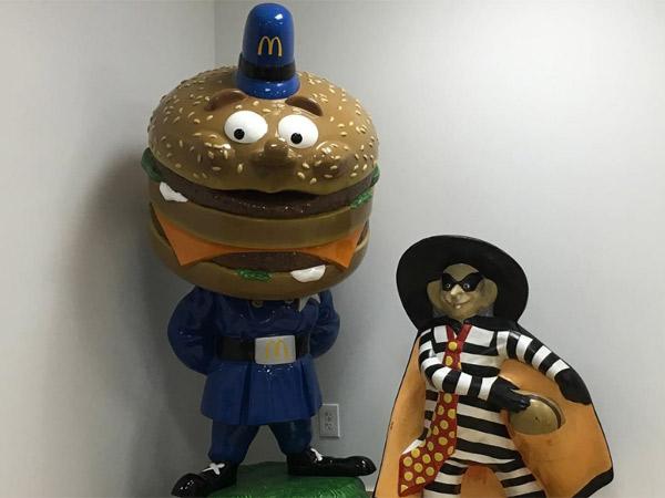 Ladrón y policía de Ronald McDonald.