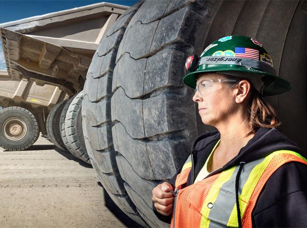 Leeann Johnson, conductora de camiones en la mina de oro Round Mountain (Nevada).
