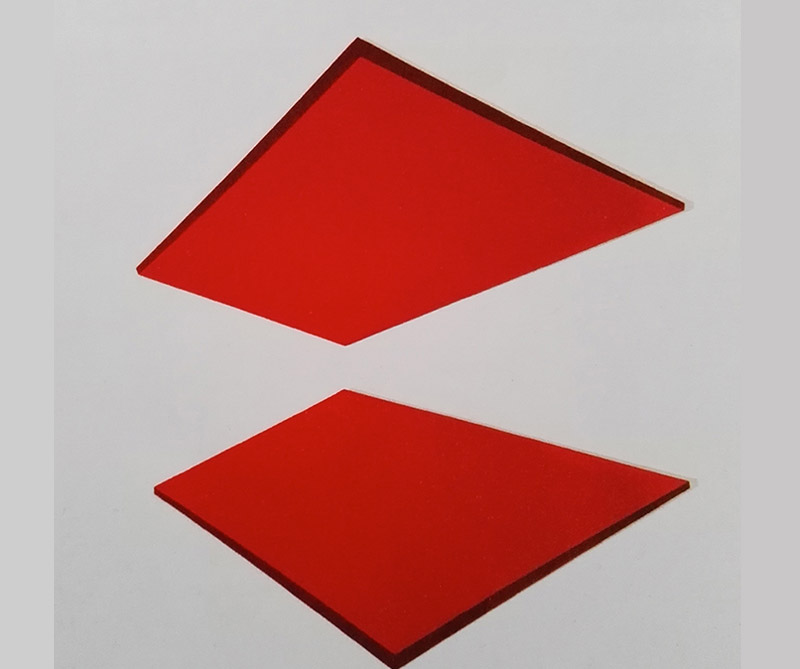 Laca sobre lámina metálica: Reflejos en rojo, autor: Emma Kure. Tomado de: arcot.com.co
