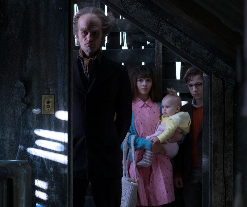 La adaptación de las novelas de Lemony Snicket ya está disponible en Netflix. Hágase el favor de verla (aunque le advertimos que no es para corazones débiles).