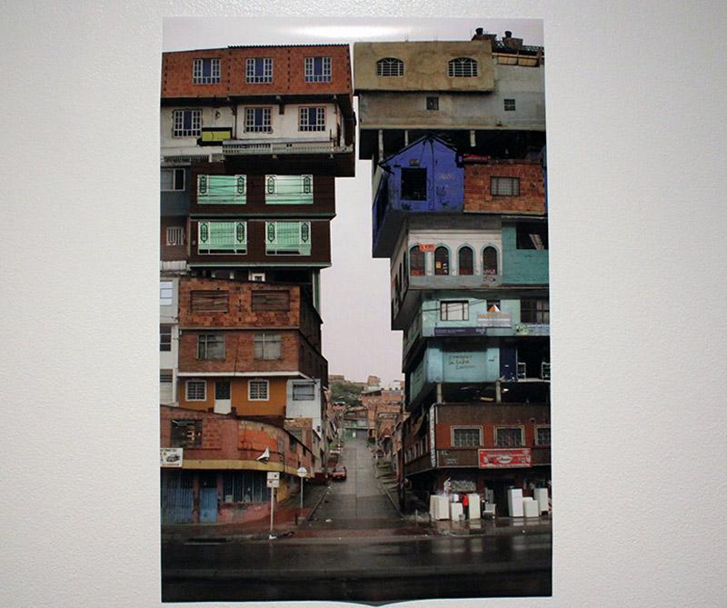 Impresión glicee: Casas que crecen, autor: Viviana Troya. Tomado de: arcot.com.co