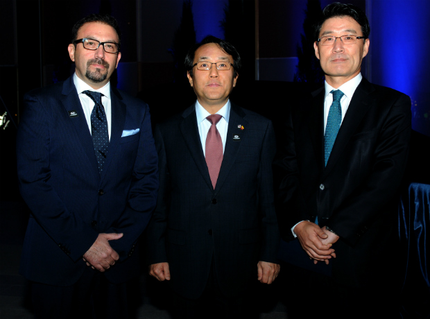 <div>Marcos Malo, Jang Myung Soo y Chenny Park.</div>