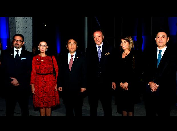 Marcos malo, Paola de Malo, Jang Myung Soo, Gustavo Alberto Lenis, Ana Milena Parra y Chenny Park.