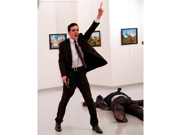 World Press Photo del Año: tomada por Burhan Ozbilici para AP Photo. Título: An Assassination in Turkey
