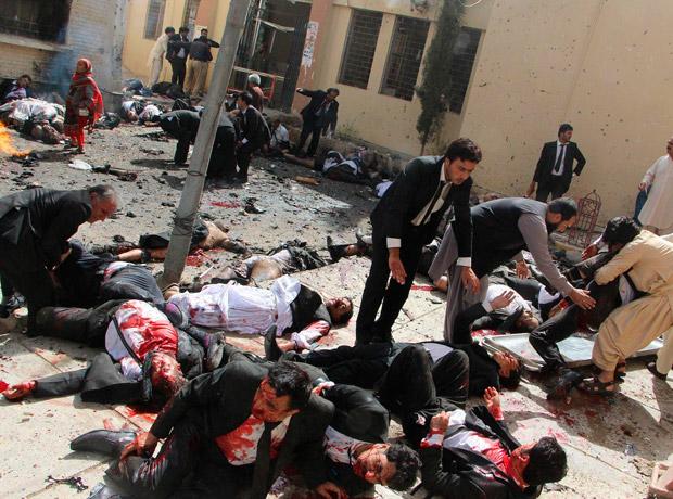 Noticias de actualidad: tomada por Jamal Taraqai para European Pressphoto Agency. Título, Pakistan Bomb Blast