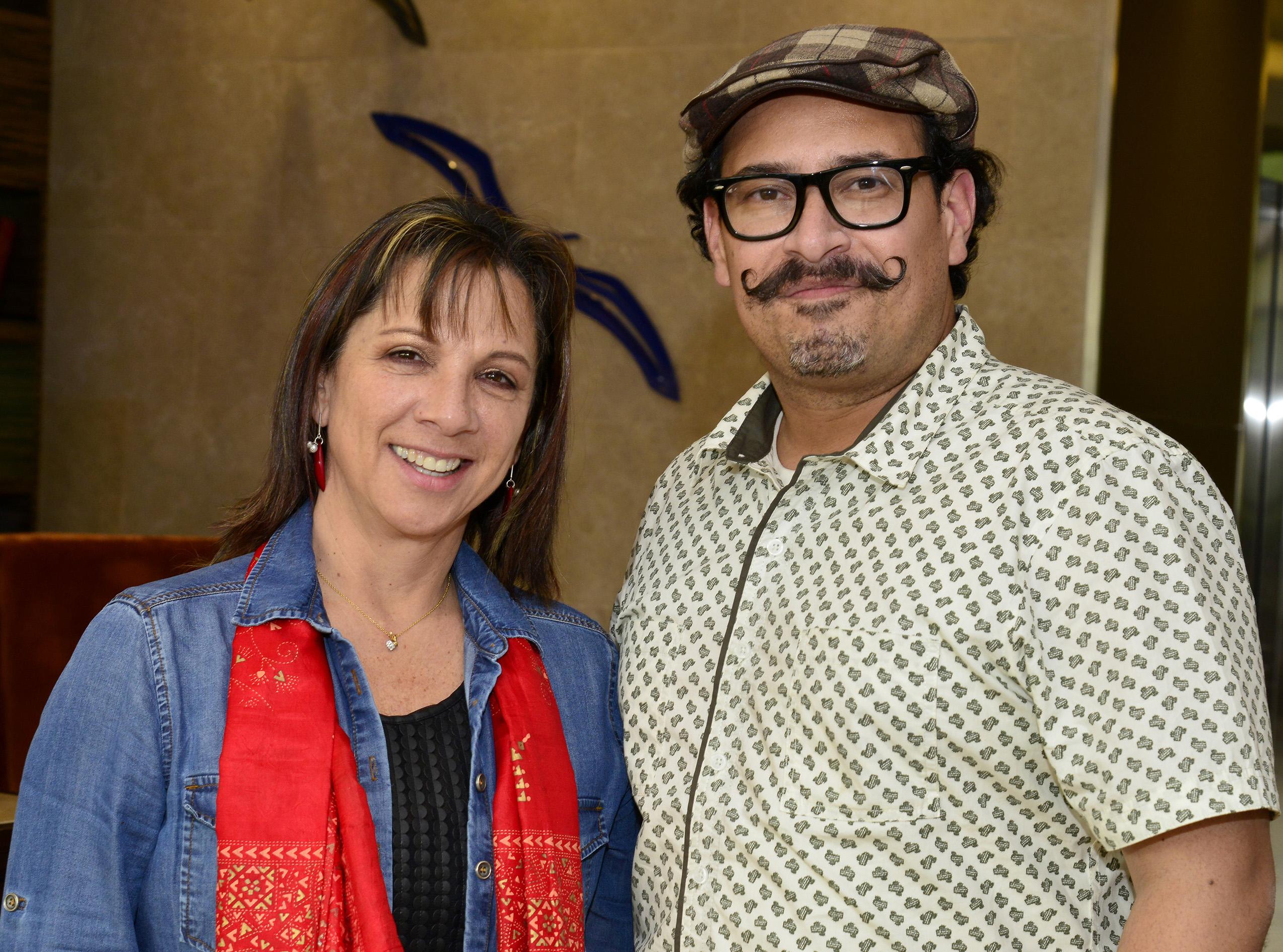 Pilar Morales y el caricaturista Nadim