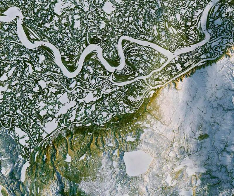 Río Mackenzie en Inuvik (Canadá). Foto: Satélite Landsat 8.