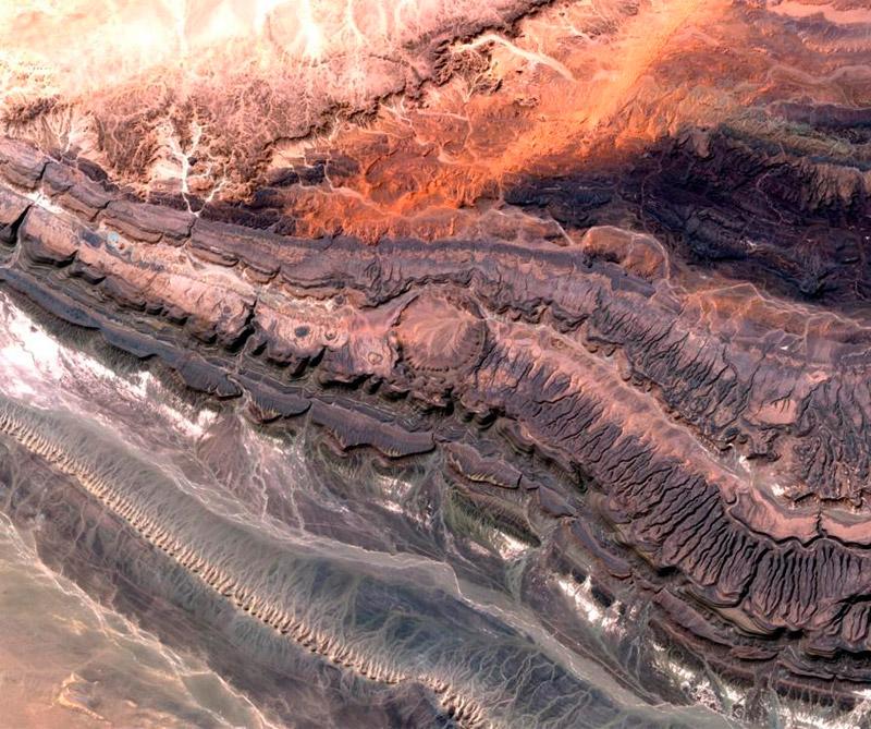 Cráter Ouarkziz en Argelia (África del Norte). Foto: Satélite Sentinel2A.