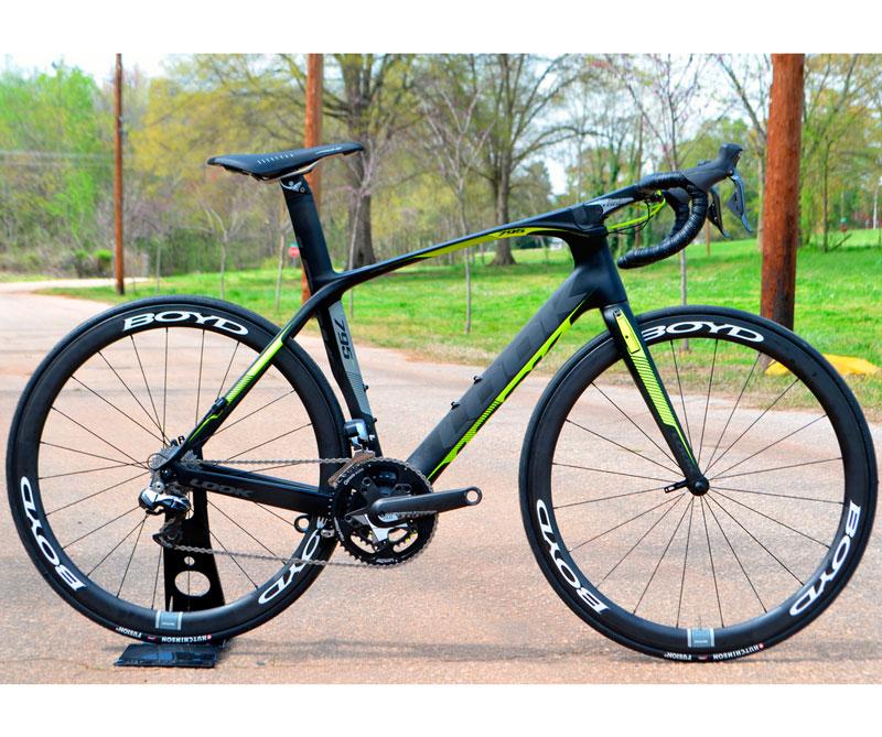 <div>Desde entonces, la bicicleta no ha cambiado su estructura original, pero si su diseño para adaptarse al cuerpo, ser más ligera y soportar todo tipo de terreno. Sin contar que con el tiempo se han diseñado nuevos discos y 30 velocidades para alcanzar los 60 kilómetros por hora.</div>