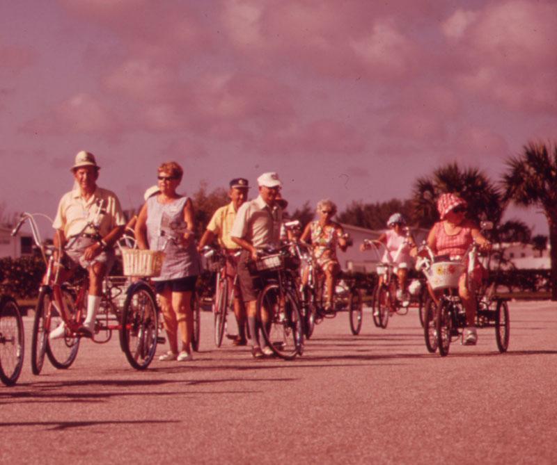 <div>En 1970, se celebró el Día de la Tierra para crear mayor conciencia de consumo de recursos naturales, contaminación del aire, y destrucción del medio ambiente. Esta celebración generó la venta de bicicletas en todo el mundo, en especial en las universidades de Estados Unidos.</div>