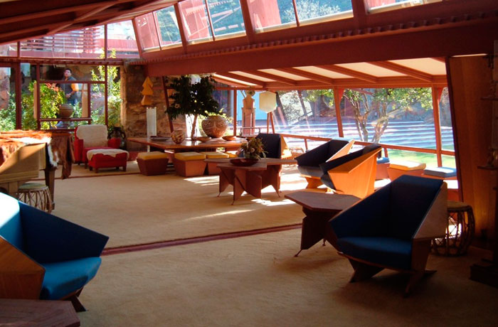<div>Mobiliario de Frank Lloyd Wright.</div>