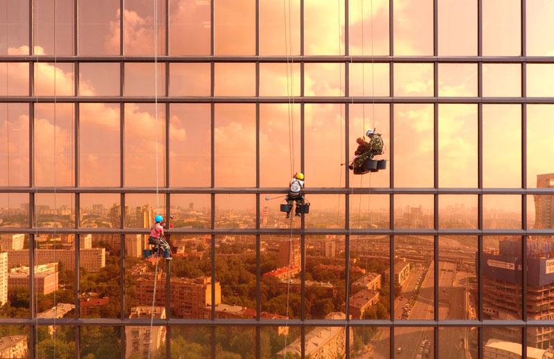 Segundo lugar en la categoría Urbana. Amanecer en la torre de mercurio por @alexeygo.