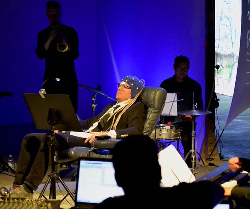 El Instituto Sueco de Neurociencia y el Centro de Artes Digitales de la Universidad de Washington creó un dispositivo capaz de traducir los pensamientos en melodías.