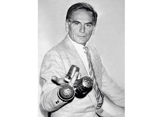 En 1982 Cardin recibió su tercer dé d'or de la alta costura francesa- instagram.com/pierrecardinofficiel
