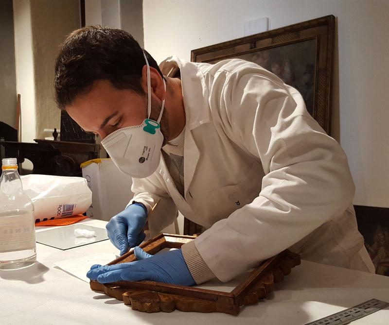 Proceso de restauración de las esculturas del museo.