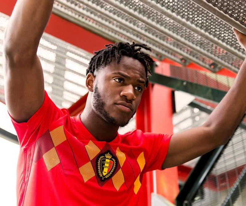 Bélgica: Los rombos de color amarillo y rojo en el pecho evocan a la selección de los Diablos Rojos, como se le conocía al conjunto belga en el mundial de México 86, cuando quedaron en cuarto lugar. Foto: Michy Batshuayi Autor: Adidas.