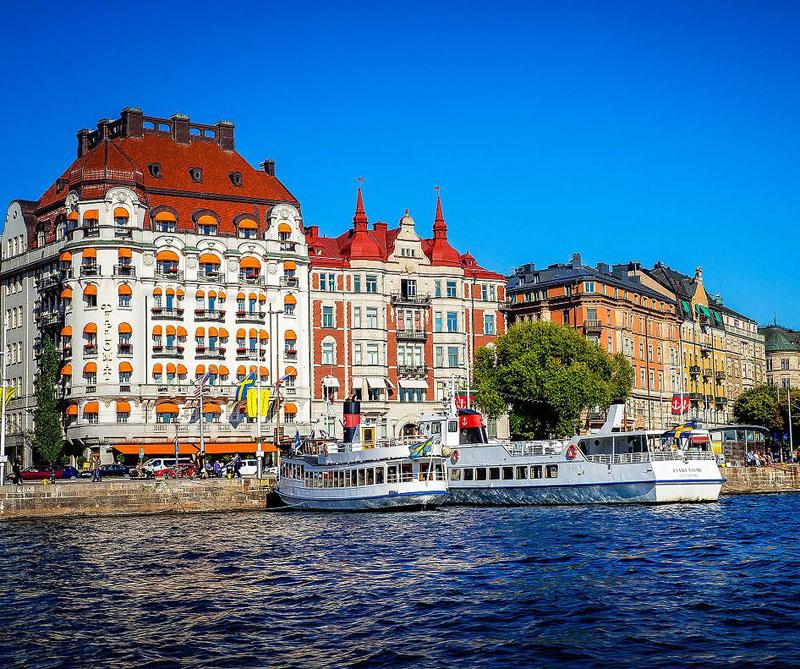 Estocolmo, Suecia: la capital sueca tiene entre sus tradiciones más bellas la tradicional merienda de Fika, en la que todos los ciudadanos hacen una pausa para conversar, tomar algo y comerse un postre. Autor: Michelle Maria Wikimedia Commons / CC-BY-3.0.