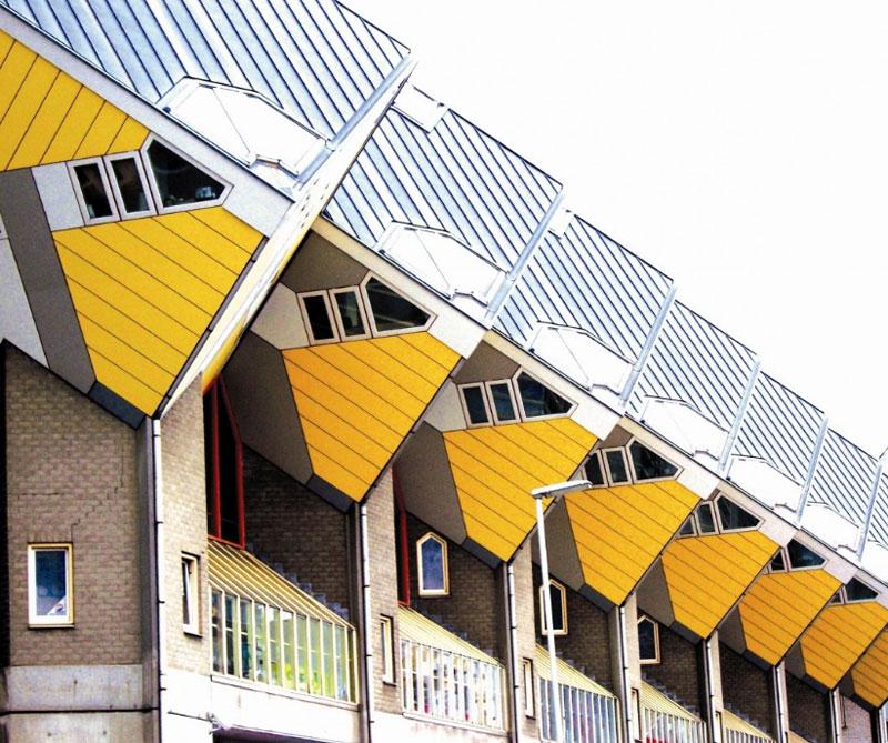 Rotterdam, Holanda: allí se encuentra uno de los principales referentes de la innovación urbana: los Kubuswoningen, una serie de edificios entrelazados que desafían las leyes de la física con fachadas con forma de rombo. Pixabay / https://tinyurl.com/yd97vj4k.