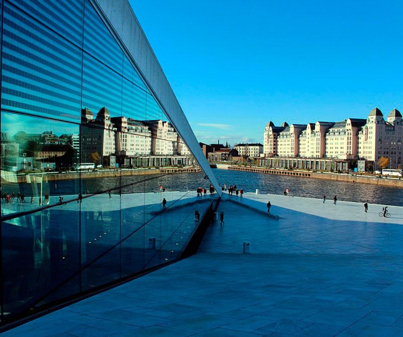 Oslo, Noruega: los noruegos cuentan con un estilo de vida excepcional que los hace los segundos ciudadanos más felices del mundo, solo por detrás de Copenhague (Dinamarca). Pixabay / https://tinyurl.com/y6v75eog.