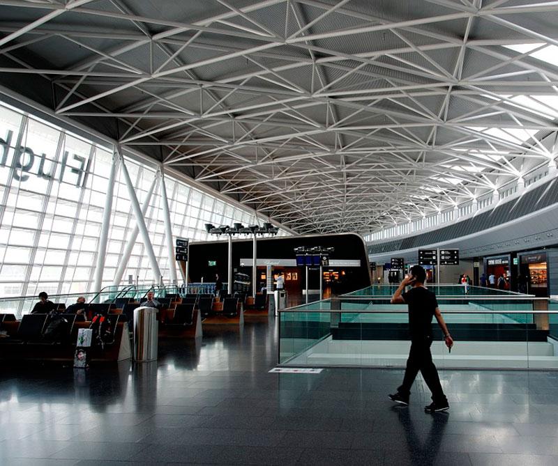 Zurich, Suiza: Zurich entró a la lista gracias a la comodidad de su principal aeropuerto, Flughafen Kloten, que cuenta con una sala de espera para conexiones con duchas y desayuno buffet, sin importar la clase de su tiquete de viaje. Pixabay / https://tinyurl.com/ydgjdpqn.