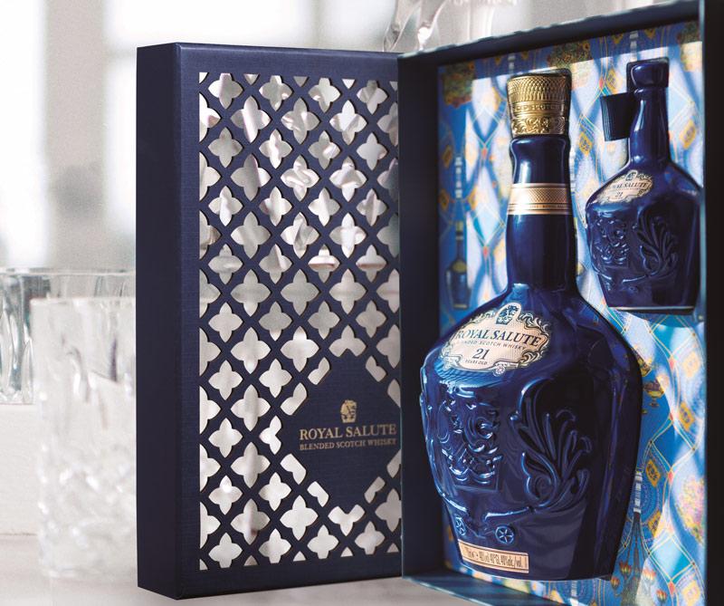 Celebre las fiestas de fin de año acompañado de un Royal Salute, el whisky que le rinde homenaje a la monarquía británica.