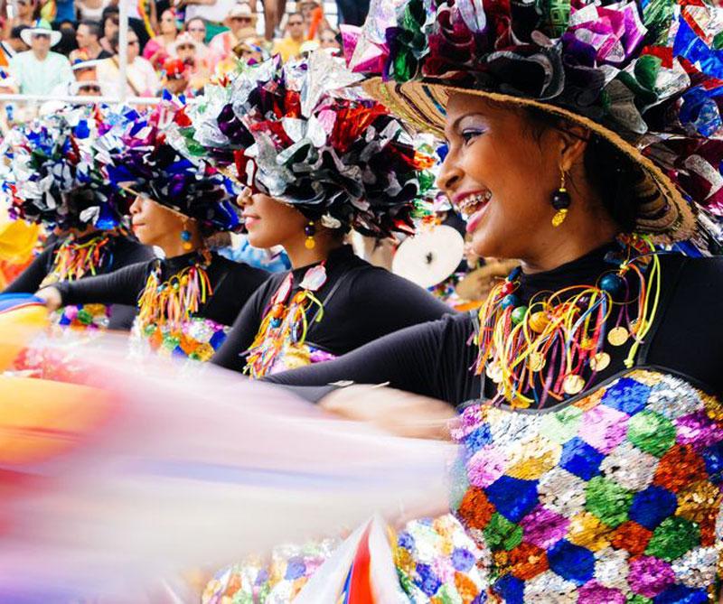 <div></noscript>La fiesta en Barranquilla combina costumbres africanas, indígenas y europeas y es muy similar los carnavales de Brasil. Foto: Booking.</div>