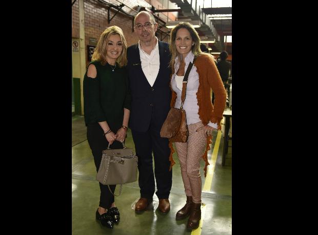 Vicky Turbay, Álvaro Ferrer y Gabriela Trosso.