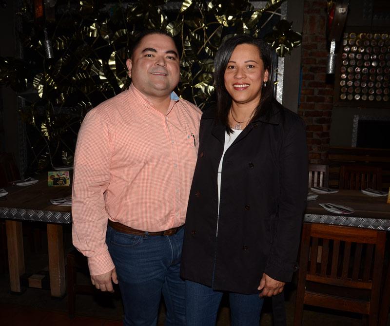 <div>Jhon Ureña y Consuelo Ceballos</div>