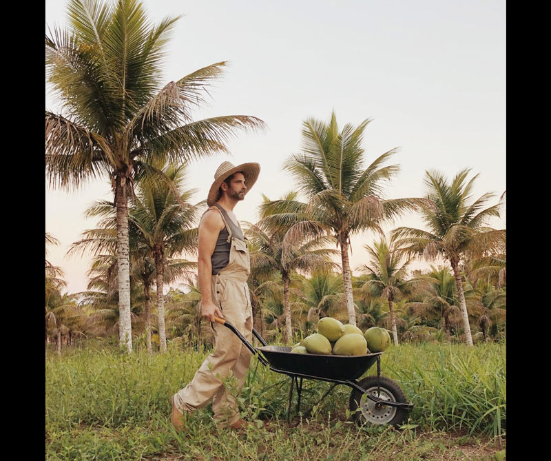Luisa Dorr, Bahia, Brasil @luisadorr. Las fotografías de Luisa han sido publicadas en TIME, CNN, PDN, Wired New Yorker, Vogue, Lens Culture, Marie Claire, Vice, entre otras. Se centra en el género de los retratos y agrega un giro contemporáneo.
