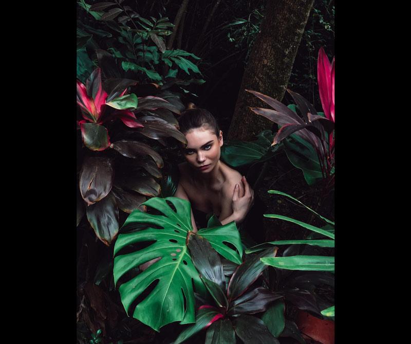 Vivian Liu, Hong Kong @vdubl Vivian es el fundador de Studio UNIT. Estudió arquitectura en la Universidad de Waterloo y la Facultad de Diseño de la Universidad de Harvard y descubrió su pasión por la fotografía. Su estilo se ha ampliado para incluir retratos, paisajes naturales y fotografía de productos.