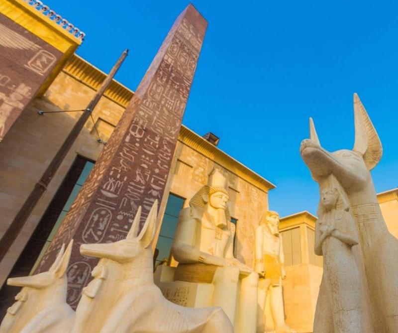 Diners lo invita a hacer un recorrido por esas megaestructuras que son capaces de reunir arte, cultura, entretenimiento y piramides.
