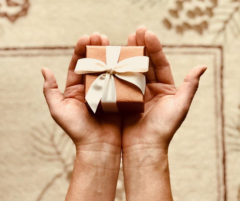 Descubra cuáles son las reacciones que genera un presente en su amigo, jefe o pareja.