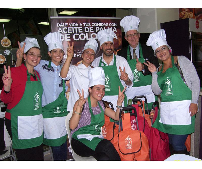 <div>De izquierda a derecha: Lina Stella, Inés Gaviria, Catalina Alba, Jorge Enrique Bedoya, Jens Mesa Dishington, Camila Cruz. Abajo: María Ximena Quinilla</div>
