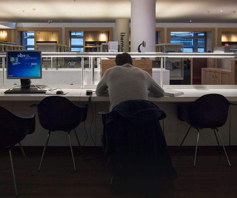 Es muy difícil reconocer la adicción al trabajo en tiempos en los que trabajar duro te hace cool.