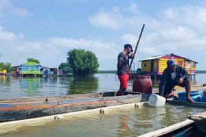 canoa inundada