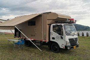 Viajar por el mundo en un camión